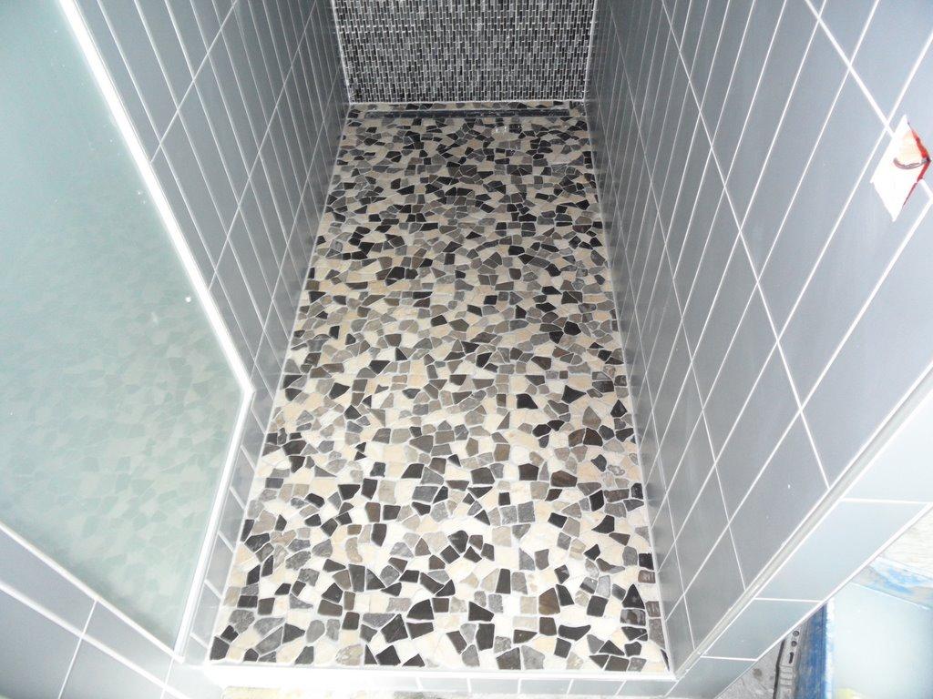 Carrelage salle de bains en haute savoie carreleur sur for Mosaique pour sol douche italienne